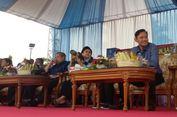 Pulang ke Pacitan, SBY Nonton Lomba Panjat Pinang dan Bagi Hadiah