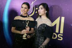 Raisa dan Isyana Sarasvati Berlari Terima Trofi AMI Awards 2017
