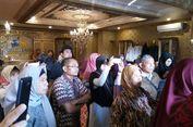 'Kami di sini Menunggu Adanya Konferensi Pers First Travel...'