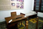 Ini Tempat Tidur dan Kursi yang Digunakan Obama Kecil di Yogyakarta.