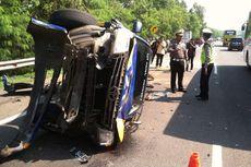 Rem Blong, Truk Tabrak Mobil Jasa Marga yang Tengah Evakuasi Kecelakaan