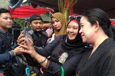 Hadiah Bibit Padi Sambut Menteri Puan di Ajang BEC