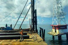 Kapal Perang dan Prajurit TNI AL Jaga Pembangunan Suar Karang Unarang di Ambalat
