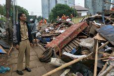 Penertiban Jalan Inspeksi Tanah Abang Hasilkan Sekitar 200 Ton Sampah