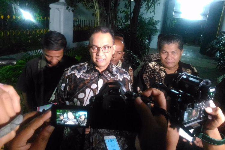 Gubernur DKI Jakarta terpilih, Anies Baswedan, di kediaman Gubernur DI Yogyakarta, Sri Sultan HB X, Keraton Kilen, Kota Yogyakarta, Rabu (19/7/2017) dini hari.