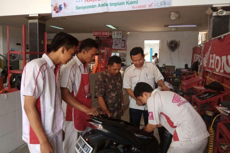 Diler utama Honda di Jakarta dan Tangerang, Wahana Makmur Sejati, mengunjungi langsung para mekanik AHASS untuk memberikan penyegaran ilmu.
