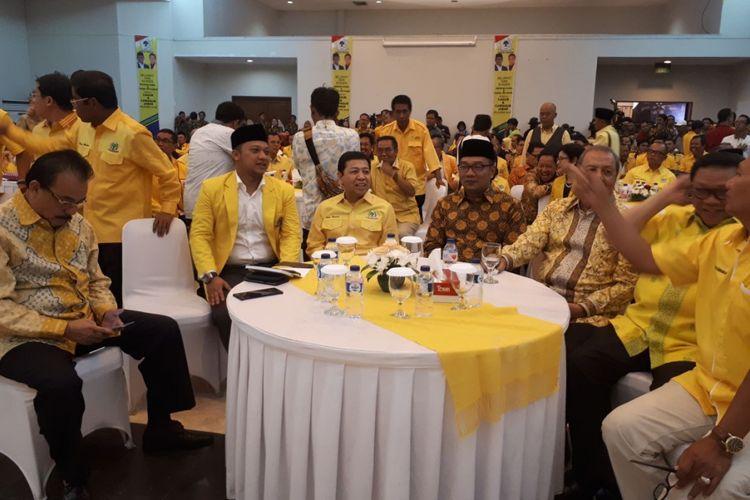 Kandidat gubernur Jawa Barat Ridwan Kamil secara resmi menerima surat keputusan (SK) dukungan dari Partai Golkar untuk Pilkada Jabar 2018.