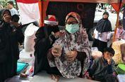 Peserta Aksi Bela Palestina Bagikan Sarapan Gratis untuk Warga