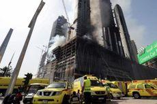 Gedung Pencakar Langit yang Sedang Dibangun di Dubai Terbakar