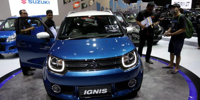 Suzuki Ignis dipamerkan saat ajang Indonesia International Motor Show (IIMS) 2017 di JI Expo, Kemayoran, Jakarta, Jumat (28/4/2017). Ajang pameran otomotif terbesar di Indonesia ini akan berlangsung hingga 7 Mei mendatang. KOMPAS IMAGES/KRISTIANTO PURNOMO
