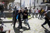 Massa Loyalis Maduro Serbu Parlemen dan Pukul Anggota DPR