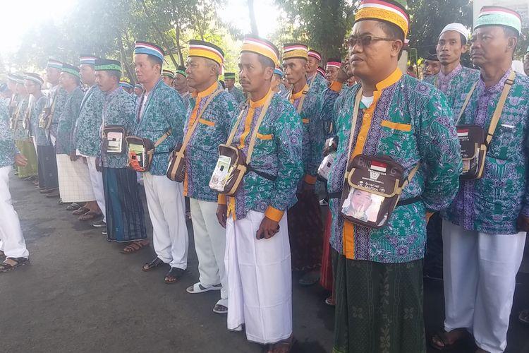 Upacara HUT RI ke-72 jamaah calon haji di asrama haji Surabaya