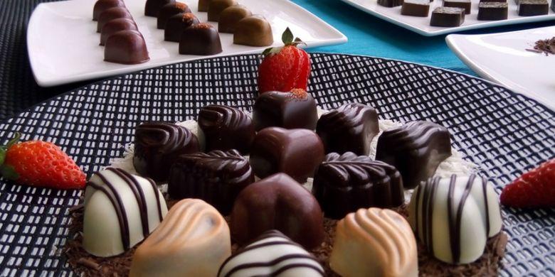 Minyak kelapa sawit bisa dibuat berbaga   i makanan olahan, termasuk cokelat buatan yang banyak dikonsumsi masyarakat.
