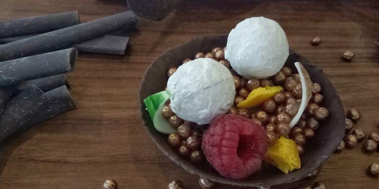 Rocksalt Chocolate, merupakan perpaduan dark cokelat dengan garam rocksalt dan esens jeruk, lalu dilapis cangkang cokelat putih, di Gran Melia, Jakarta, Selasa (18/7/2017).