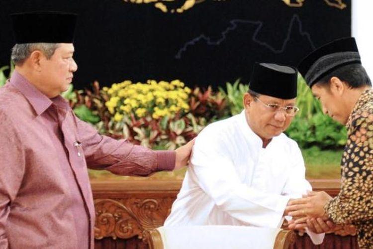 Presiden Susilo Bambang Yudhoyono, capres Prabowo Subianto dan capres Joko Widodo pada acara buka bersama pimpinan lembaga negara di Istana Negara, Jakarta, Minggu (20/7) petang.