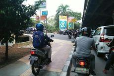 Masih Banyak Pengendara Motor Melintasi Trotoar di Jakarta Utara