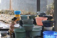 Kemarau, Warga di Parepare Antre Air di Sumur yang Hampir Kering