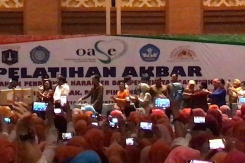 Lagu 'Gemu Fa Mi Re' Diputar, Jokowi-Iriana Joget Bareng Guru PAUD