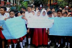 Sekolahnya Disegel Pemilik Lahan, Ratusan Siswa SD di Ambon Unjuk Rasa