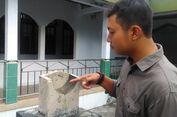 Melihat Jam Matahari Penentu Waktu Shalat di Masjid Bantul