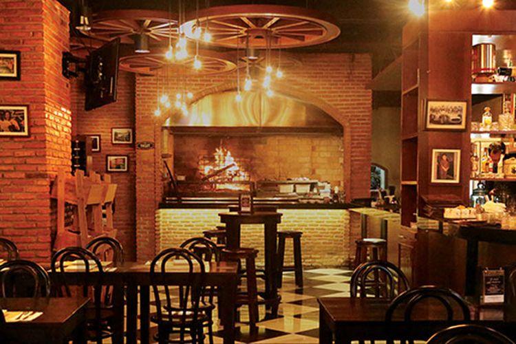 Restoran El Asador di Kemang, Jakarta Selatan. Restoran ini dengan bangga mempersembahkan warisan Amerika Selatan melalui berbagai macam pilihan daging dan steak kepada warga Jakarta.