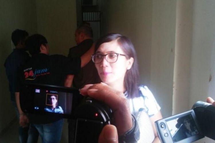 Elfrida Sinaga di sela menjalani sidang dalam kasus UU ITE di Pengadilan Negeri Siantar, Selasa (18/7/2017).