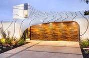 Dengan Aluminium, Fasad Rumah Ini Terlihat Seperti Ombak
