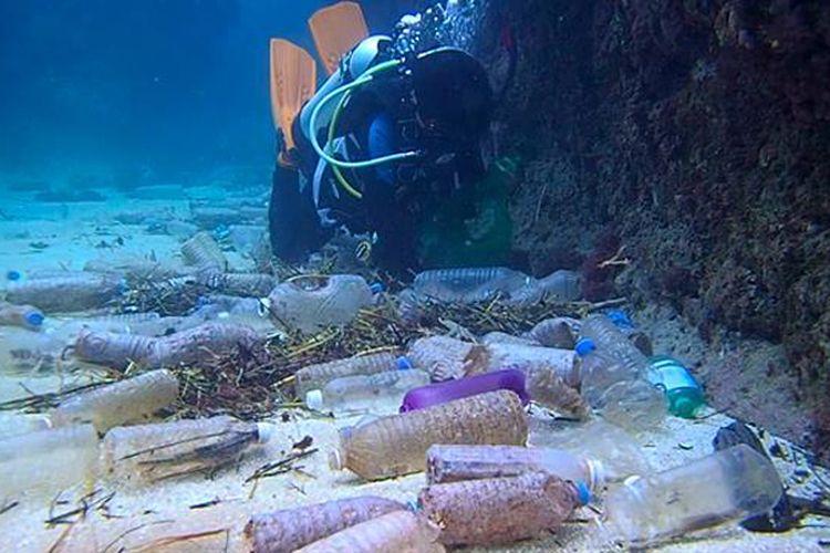 Timbunan sampah plastik di Pasifik Selatan