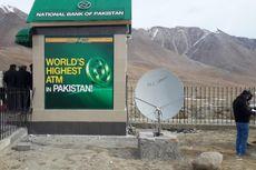 Mesin ATM Ini Dibangun di Kawasan Bersalju Setinggi Hampir 5.000 Meter