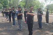 Melihat Gaya 'Pak Ogah' di Jaktim Latihan Jadi Pengatur Lalu Lintas
