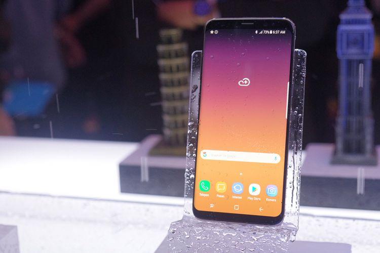 Samsung Galaxy S8 dipamerkan saat peluncurannya di Indonesia, Selasa (2/5/2017).