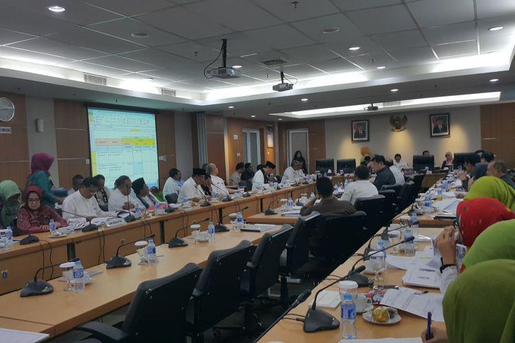 Rapat Kebijakan Umum Perubahan Anggaran dan Plafon Prioritas Anggaran Sementara (KUPA-PPAS) APBD 2017 di Gedung DPRD DKI Jakarta, Kamis (24/8/2017).