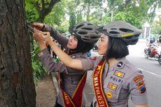 Ketika 10 Polwan Cantik Cabuti Paku di Pohon Pinggir Jalan Solo