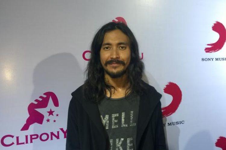 Vokalis Marcello Tahitoe atau Ello dijumpai para wartawan di Empirica, SCBD, Jakarta Selatan, Kamis (21/1/2016).