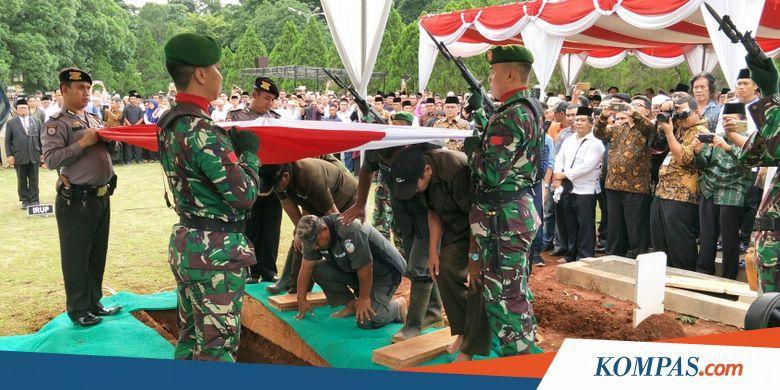 AM Fatwa Dimakamkan di TMP Kalibata dengan Upacara Militer