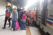 Anak Dipaksa Masuk Lewat Jendela Kereta Tak Ada Lagi di Stasiun Senen