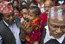 Anak Perempuan Tiga tahun di Nepal Dinobatkan sebagai Dewi Hindu