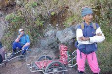 Kisah Sopir Taksi di Jalur Pendakian Gunung Ijen