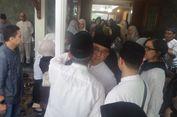 Anies Baswedan Antar Jenazah Adiknya ke Masjid Al Azhar