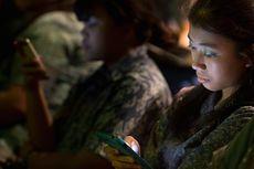 7 Efek Buruk Cahaya Layar Ponsel bagi Mata di Malam Hari