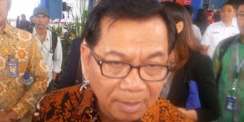 Direktur Utama Bank Rakyat Indonesia (BRI) Asmawi Syam  di Stasiun Juanda Jakarta, Senin (19/12/2016)