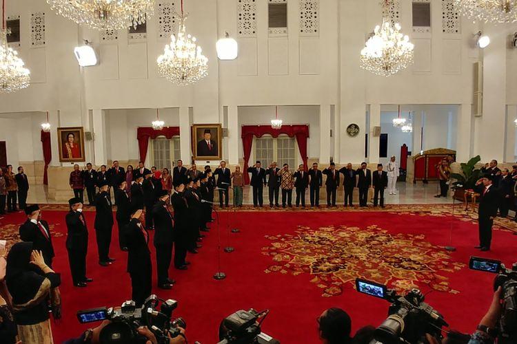 Presiden Joko Widodo melantik Anggota Badan Pengelolaan Keuangan Haji di Istana Merdeka, Jakarta, Rabu (26/7/2017).