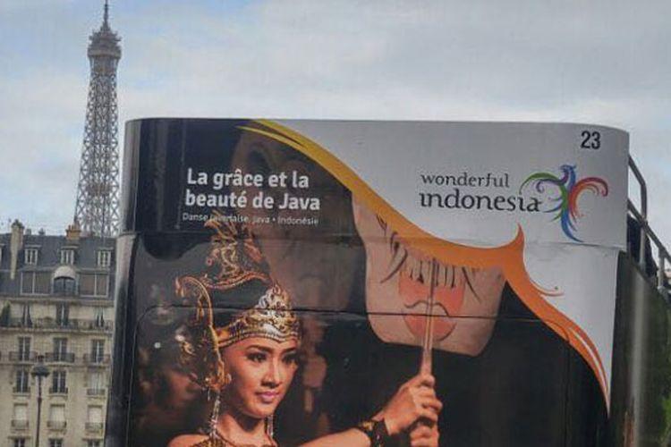 Sebanyak 16 bus Open Tours bergambar Wonderful Indonesia mewarnai kota Paris, Perancis mulai 12 September hingga 9 Oktober 2017.