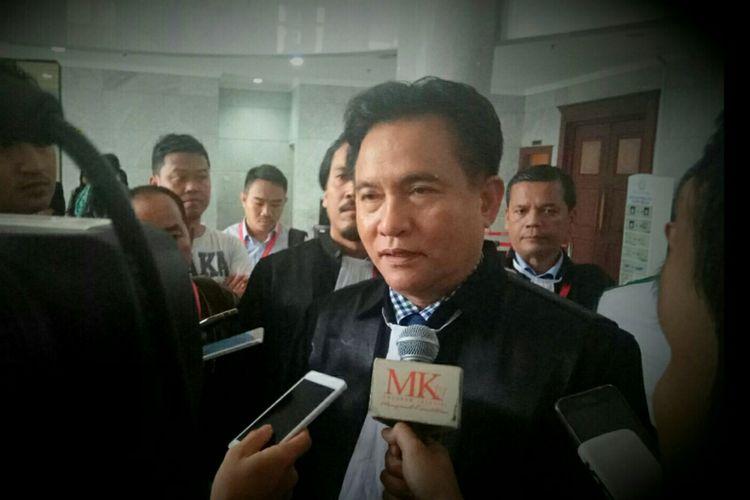 Ketua Umum Partai Bulan Bintang(PBB), Yusril Ihza Mahendra, ditemui usai menjalani sidang uji materi terkait ambang batas pencalonan presiden yang tertuang dalam Undang-Undang Pemilu. Sidang digelar di Mahkamah Konstitusi, Jakarta, Selasa (3/10/2017).