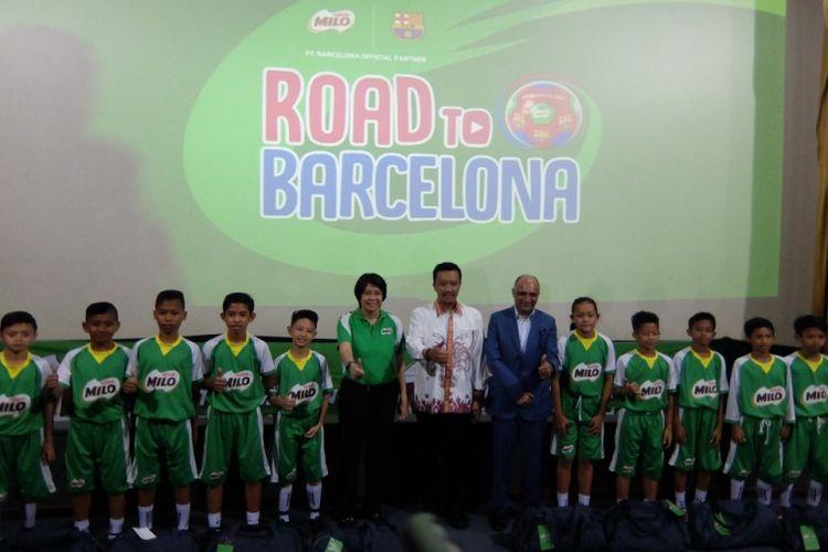 Reno Salampessy (kiri) bersama rekannya, Menpora Imam Nahrawi serta Prawitya Soemadijo dan Presiden Direktur PT Nestle Indonesia, Dharnesh Gordhon.