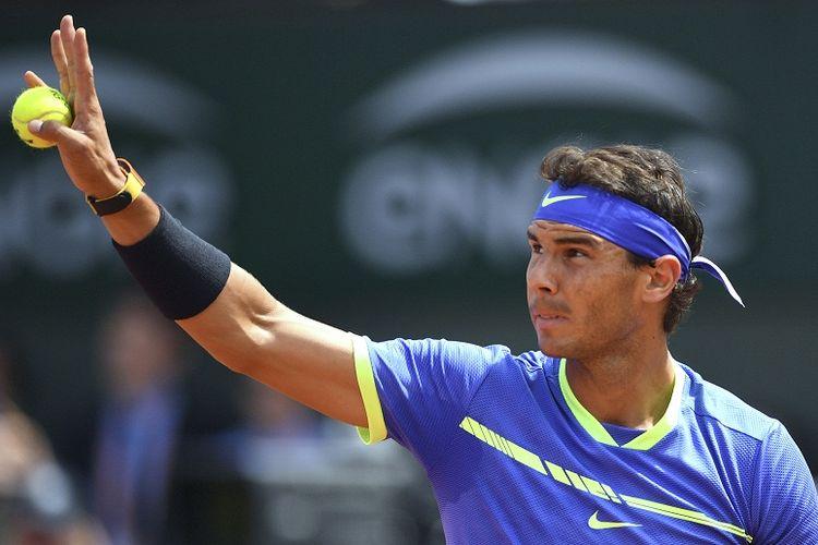 Petenis asal Spanyol, Rafael Nadal, menjalani partai final Perancis Terbuka (Roland Garros) 2017 kontra Stan Wawrinka (Swiss) di Paris, Perancis, Minggu (11/6/2017).