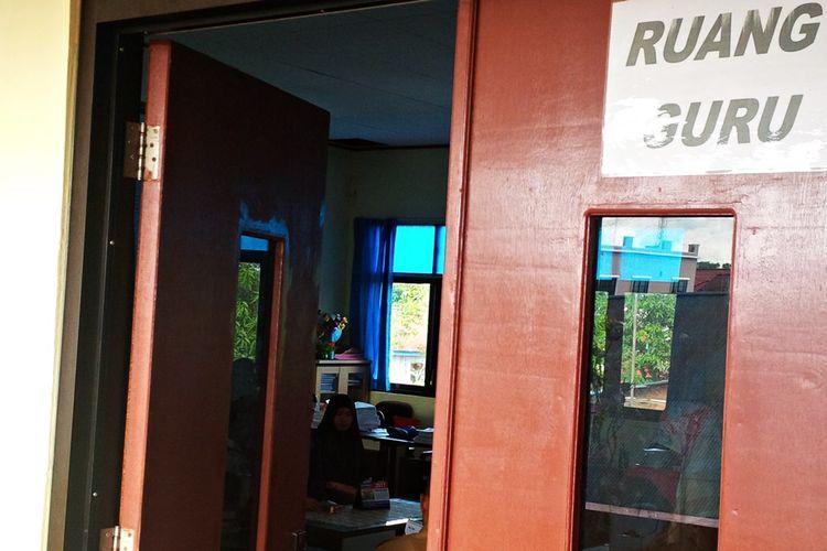 Sejumlah siswa SMA yang melalukan registrasi sebagai siswa baru di SMAN 2 Nunukan. Sebanyak 69 siswa yang enggan mendaftar di SMA swasta setelah penutupan PPDB tahun 2017 akhirnya diakomodasi oleh Dinas Pendidikan Provinsi Kalimantan Utara untuk diterima di Sejumlah SMA dan SMK negeri serta SMA swasta di Nunukan.