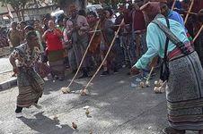 Berbusana Adat, 29 Etnis Ikut Karnaval Budaya di Kefamenanu