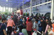 Ratusan Penumpang Batalkan Keberangkatan dari Stasiun Senen Per Hari