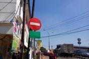 Rambu Penanda Satu Arah Dipasang di Jalan Dewi Sartika Depok
